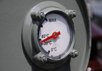 Transformer oil level indicator